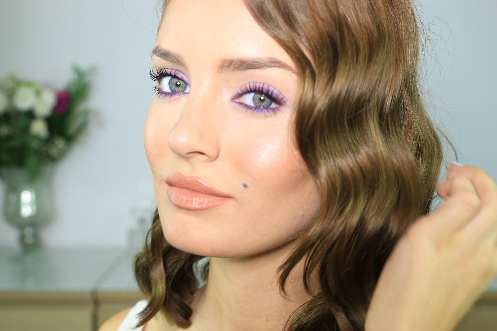 Макияж для голубых глаз и русых волос фото темный
